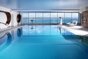 Luxurious Cliff House Getaway